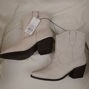 Universal Thread Shoes - NWT Boots